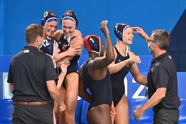 POLO AQUÁTICO - Na categoria feminina, os Estados Unidos conquistaram o ouro ao bater a Espanha por 14 a 5. A Hungria terminou com a medalha de bronze.