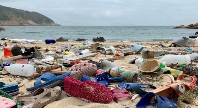 Ambientalistas dizem que o uso de máscaras agravou o problema do lixo