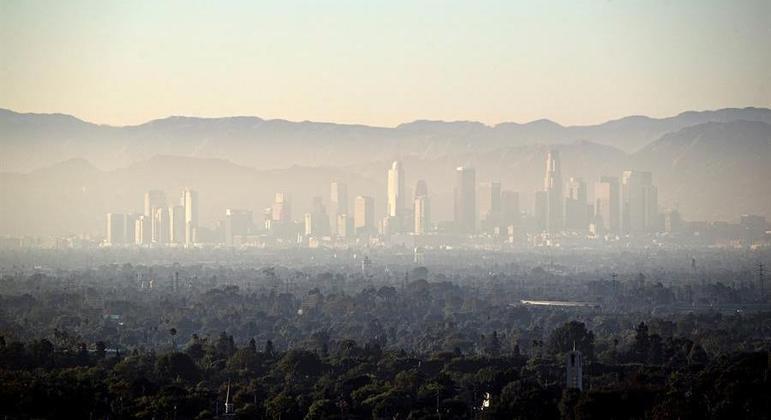 Vista de uma nuvem de poluição no Estado da Califórnia, nos EUA
