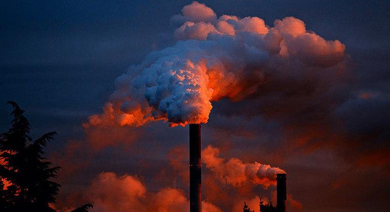 Goveno de SP assina decreto para diminuir emissão de carbono até 2050