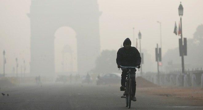 Poluição na capital da Índia bateu novos recordes e cobriu a cidade