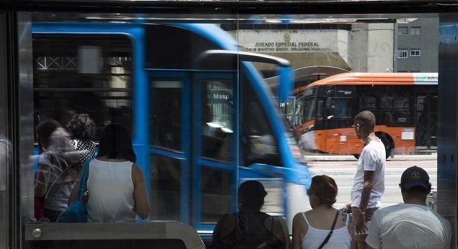 Instalação de filtros nos escapamentos dos ônibus reduziria poluição