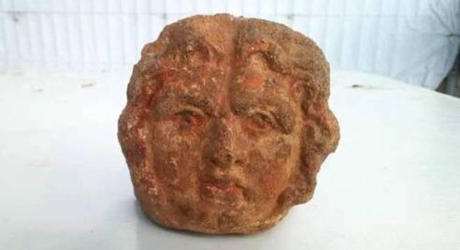 Escavações revelaram também uma série de fragmentos e de esculturas sacras
