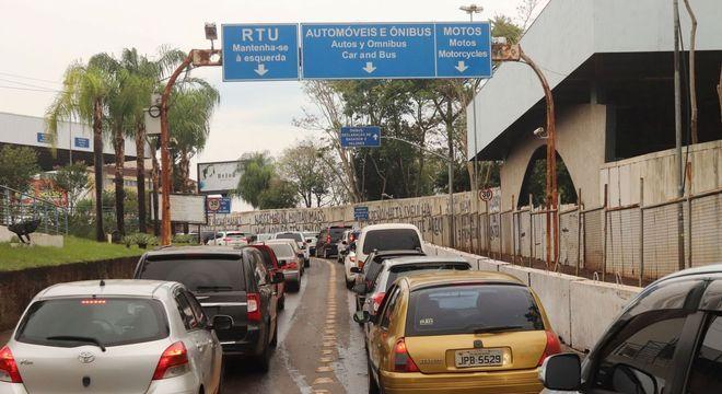 Ponte Internacional da Amizade que liga o Brasil ao Paraguai foi reaberta hoje