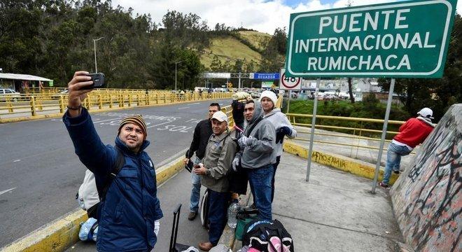 Ponte Internacional Rumichaca, entre Colômbia e Equador, é ponto de passagem de muitos migrantes venezuelanos