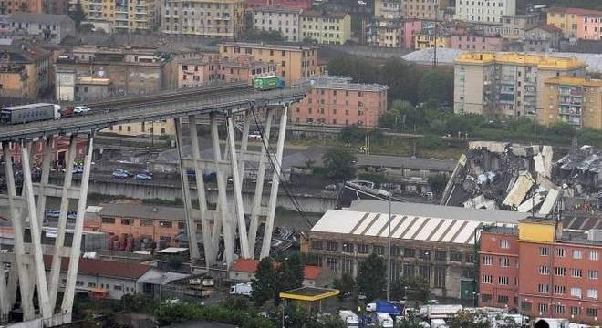 Desabamento de viaduto perto de cidade portuária deixou mortos e feridos