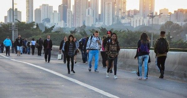 Prefeitura de SP libera mais duas faixas na ponte do Jaguaré
