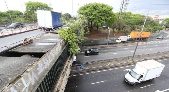 Em SP, ponte Jânio Quadros é interditada para obras emergenciais