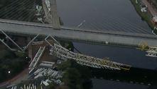 Estrutura metálica cai sobre o rio Pinheiros na zona sul de São Paulo