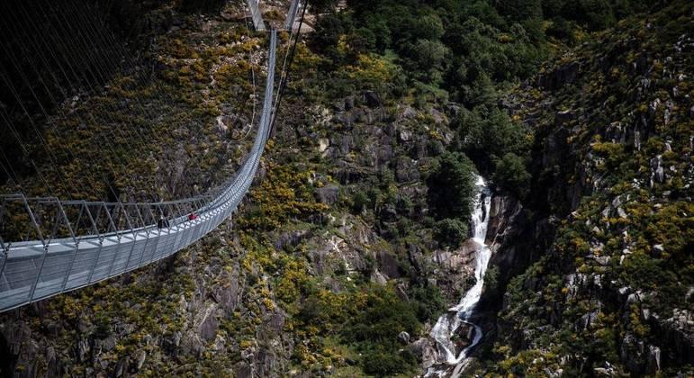 Ponte construída sobre o rio Paiva, no norte de Portugal, é a maior estrutura para pedestre do mundo