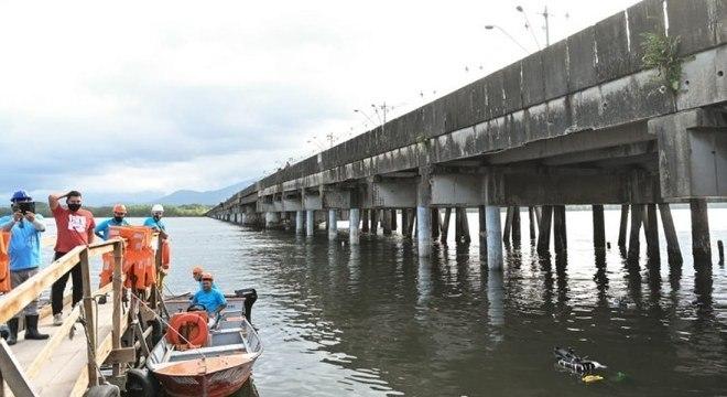 A Ponte A Tribuna, antiga Ponte dos Barreiros, em São Vicente, que está em obras