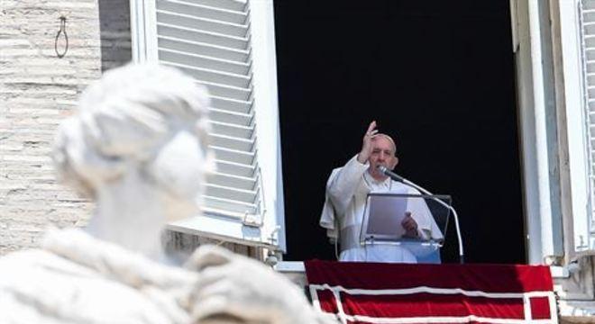 Pontífice lamentou situação na América Latina e pediu que italianos sigam vigilantes e não comemorem antes do tempo