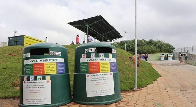 Ponto de coleta seletiva em SP; pesquisa de 2018 aponta que 75% dos brasileiros não separam recicláveis