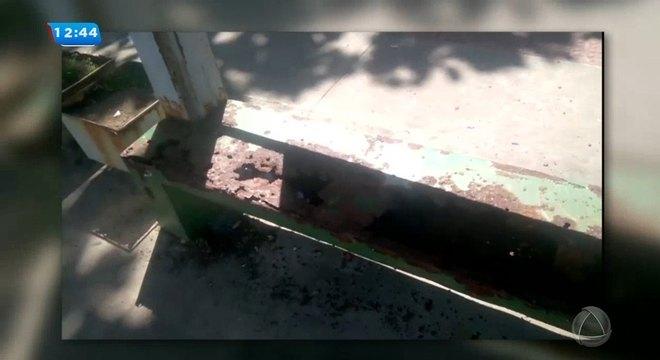Ponto de ônibus do bairro Atalaia está enferrujado