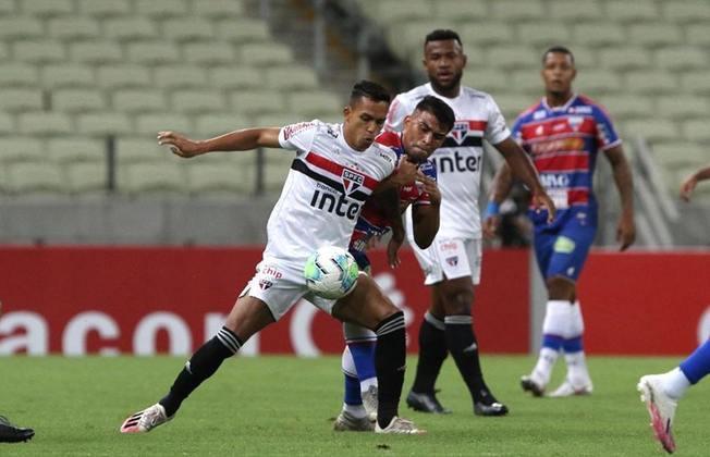 Ponto fraco do São Paulo: O Tricolor vem vacilando nas saídas de bola. Contra o Corinthians, o gol do rival saiu em passe errado de Reinaldo no começo da construção de ataque são-paulino. Volpi, quando pressionado, também pode se complicar.