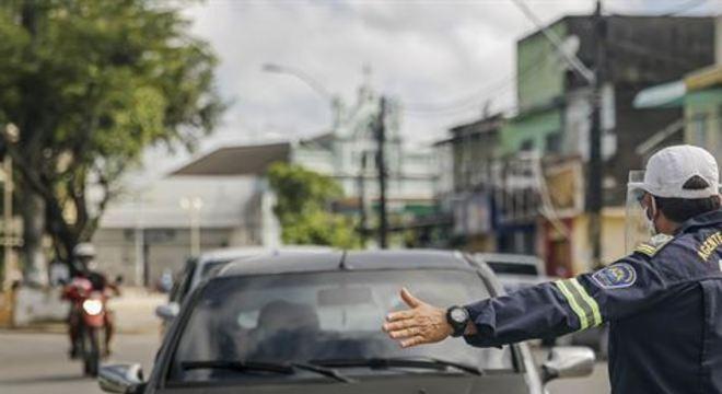 Pontos de bloqueio de trânsito montados em toda a cidade já totalizaram 330 mil abordagens