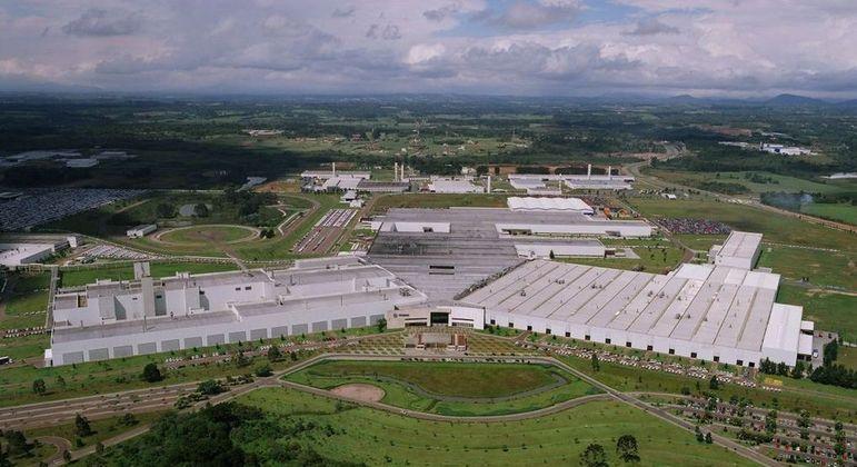 Fábrica paranaense cerca de 4 mil operários devem entrar de férias coletivas