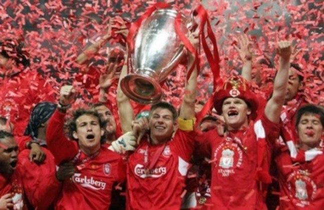 Por fim, claro que a Liga dos Campeões de 2004/2005 estaria aqui. Foi uma das viradas mais incríveis do torneio: na decisão da taça, o Milan aplicou 3 a 0 no primeiro tempo sobre o Liverpool, mas, depois do intervalo, os ingleses empataram a partida, levando o título para os pênaltis. Os Reds se sagraram campeões.