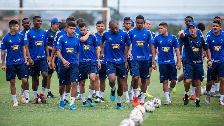 Por fim, o Cruzeiro, que foi rebaixado em 2019. A Raposa também decidiu reduzir em 25% dos salários do clube para tentar amenizar os efeitos da crise financeira causada pelo período de inatividade do futebol. Dentro dessa medida, serão afetados os vencimentos de jogadores, comissão técnica e parte da diretoria.