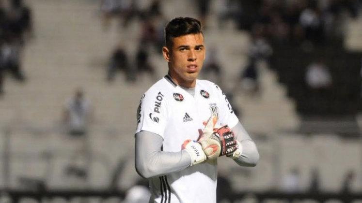 Por fim, o goleiro Ivan, da Ponte Preta, também teve seu nome utilizado por um golpista. Uma pessoa se passou por seu assessor no WhatsApp em 2020
