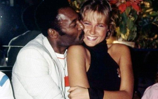 Por sete anos, Pelé e Xuxa mantiveram uma relação, onde ela admite ter sido traída muitas vezes. Contudo, a paixão entre os dois foi categorizada por ele como apenas uma