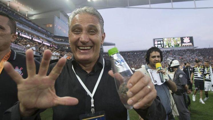 Porém, mesmo com toda a pressão, o treinador foi mantido no cargo e deu a volta por cima, sendo vice-campeão paulista e conquistando o Brasileirão pelo Corinthians.