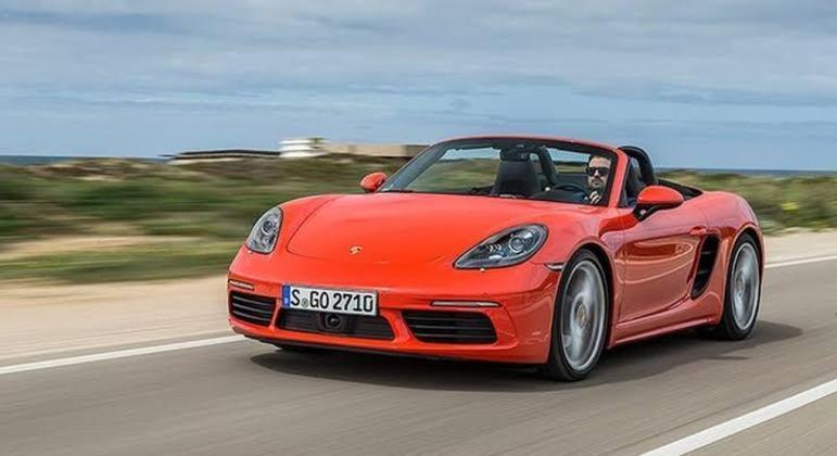 A Porsche informa a possibilidade de que as conexões rosqueadas no chassi dos veículos em questão não tenham sido apertadas