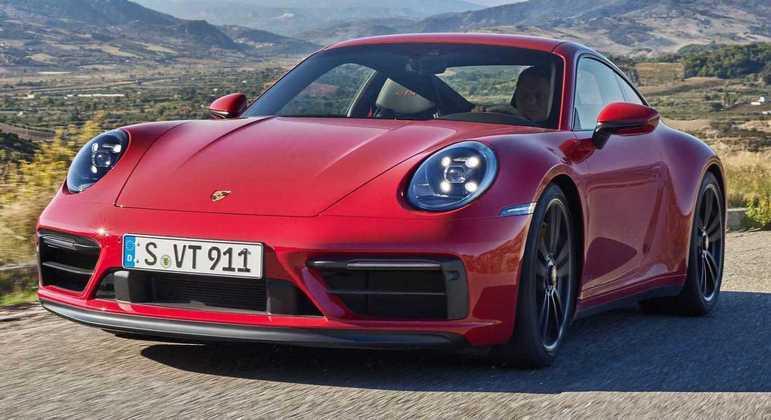 Porsche 911 Carrera 4 GTS Coupe sai por R$ 959.000