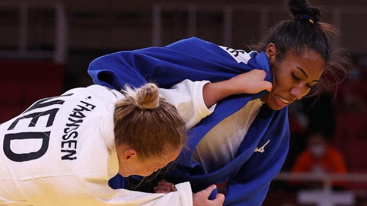 Porta-bandeira do Brasil na cerimônia de abertura dos Jogos Olímpicos de Tóqui, Ketleyn Quadros foi derrotada pela canadense Catherine Beauchemin-Pinard, por Ippon, nas quartas de final da categoria até 63kg. A judoca ainda teve a chance de disputar a medalha de bronze na repescagem, mas foi derrotada pela holandesa Juul Franssen, por Ippon.