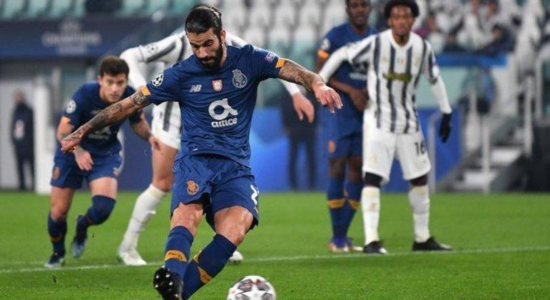 O momento do penal cobrado por Sérgio Conceição, Juve 0 X 1 Porto
