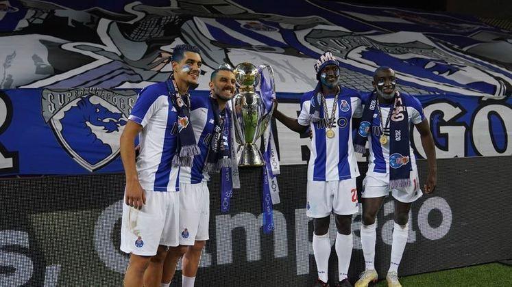 Porto (10 títulos) - O Porto ganhou 5 vezes o título português, 4 vezes a Supertaça de Portugal e 1 vez a Taça de Portugal.