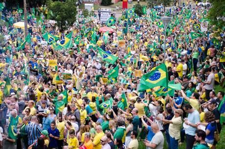 Manifestantes gritavam contra o PT em Porto Alegre