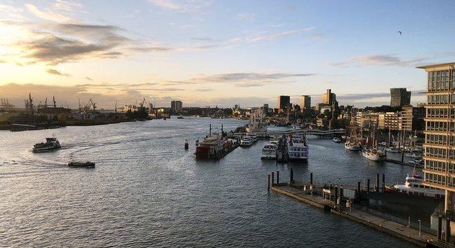 Hamburgo, cidade que abriga o principal porto do país e um dos mais importantes do mundo, recebeu quase 200 mil migrantes da Alemanha Oriental desde a reunificação
