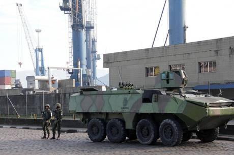 Forças do Exército garantem fluxo no Porto de Santos