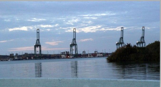Vista parcial do porto da cidade de Mariel, distante 40 km da capital Havana, em Cuba