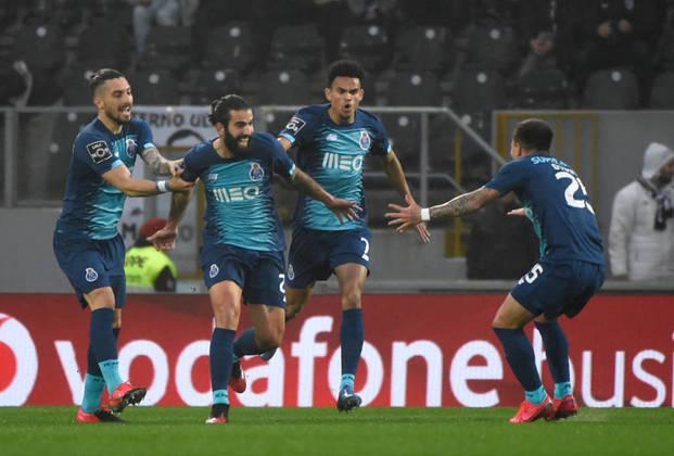 PORTO venceu o Sporting por 2 a 0 no último dia 15 e garantiu o seu 29º título português com duas rodadas de antecedência. Está na Champions League 2020-21.