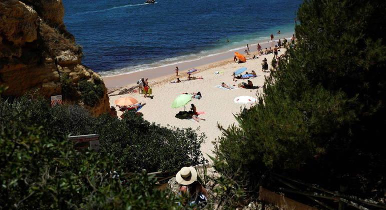 Depois de surto no começo do ano, Portugal está começando a relaxar restrições