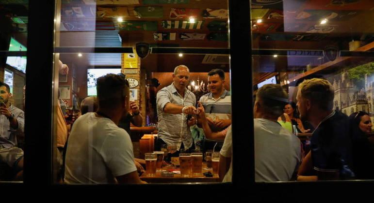 Bares e restaurantes voltaram a receber clientes