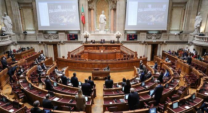 No Parlamento, houve 136 votos a favor da medida, 78 contra e 4 abstenções