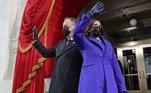 A vice-presidente Kamala Harris apostou no trech coat do estilista Sergio Hudson e o casaco de Christopher John Rogers, ambos designers negros