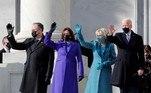 A posse do democrata Joe Biden, como 46º presidente dos Estados Unidos, reuniu poucos convidados em cerimônia no Capitólio. Devido à pandemia, os looks sóbrios de inverno contaram ainda com um acessório importante: a máscara de proteção. O item apareceu em combinação de cores com roupas e luvas. VejaLeia mais:'A democracia prevaleceu', diz Joe Biden em discurso de posse