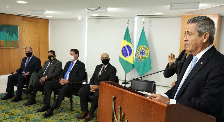 """Documento do TCU aponta """"graves omissões"""" de general Walter Braga Netto"""