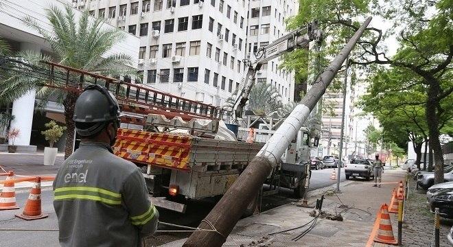 Empresa Enel começou a retirar os postes da Vila Olímpia no final de outubro
