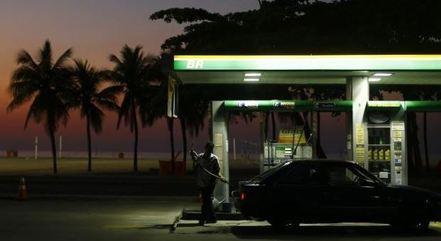 Preço dos combustíveis saltou 7% em fevereiro