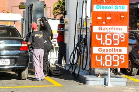 Reajustes seguem baixa do preço do petróleo