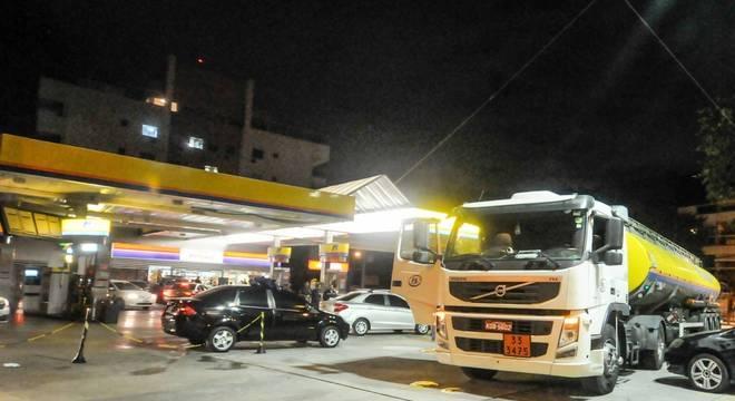 No Rio, postos da zona oeste receberam primeiros caminhões na segunda-feira