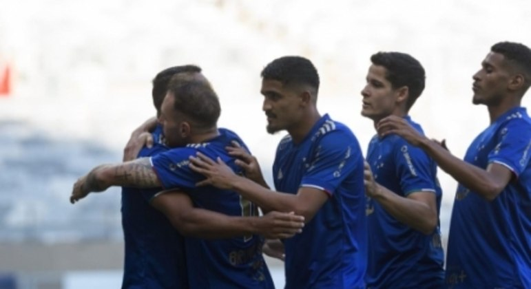 Pottker comandou a vitória celeste, confirmando a Raposa nas semifinais do Mineiro