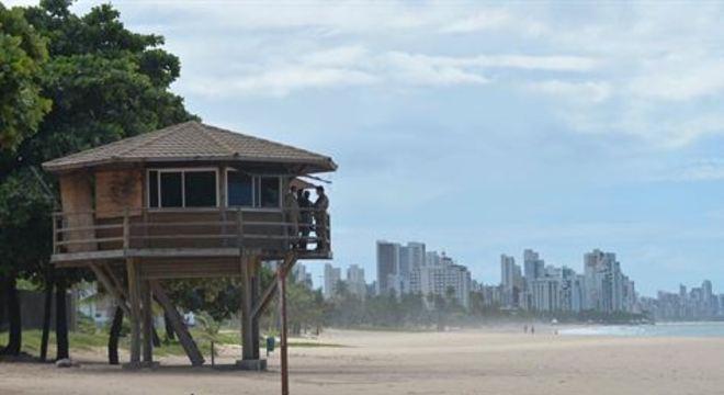 Poucas pessoas foram avistadas nas praias