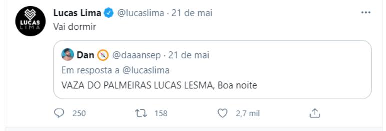 """Pouco tempo depois, ele deu uma resposta à crítica de um torcedor palmeirense. """"Vaza do Palmeiras, Lucas Lesma"""", escreveu o torcedor. Lucas Lima respondeu """"Vai dormir"""""""