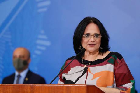 Na imagem, a ministra Damares Alves